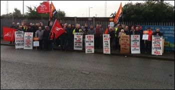 Hull construction workers protest, photo Janet Gibson