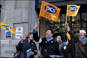 PCS members on strike, photo Paul Mattsson