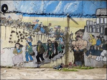 Communist Party mural that commemorates Santa Maria school massacre on the right, photo Rodrigo Fernandez/CC