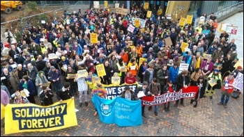 Sheffield university UCU and students voted No deal and to keep the strike going, 13.3.18, photo Alistair Tice