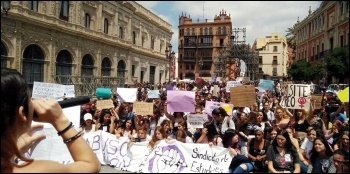 Student strikers protesting against disgraceful light sentencing of rapists, 10.5.18, photo by Sindicato de Estudiantes