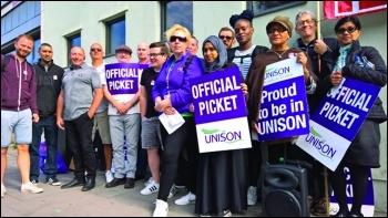 Tower Hamlets housing workers strike June 2018, photo Hugo Pierre
