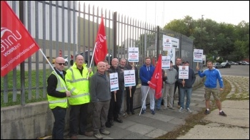 Liebherr picket line in Sunderland 24 August 2018, photo Elaine Brunskill