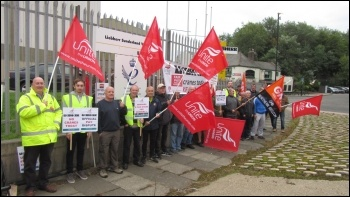 Liebherr Sunderland picket line, photo Elaine Brunskill