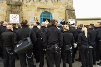 POA members protesting outside HMP Leeds, 14.9.18, photo by Iain Dalton