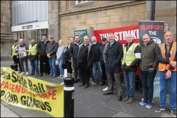 RMT strikers on the Newcastle picket line, 15.9.18, photo Elaine Brunskill