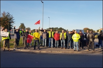 Prysmian cable workers on strike in Eastleigh, 26.9.18, photo by Declan Clune