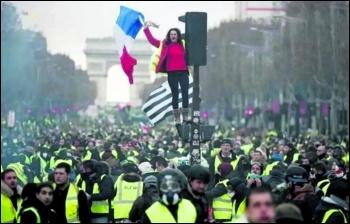 Gilets jaunes flood the historic Champs-Élysées in Paris in scenes reminiscent of the May 1968 general strike, photo Kris Aus67/CC