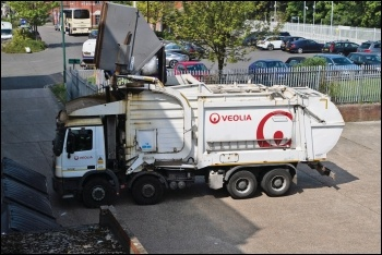 Veolia bin lorry, photo by House Buy Fast/CC