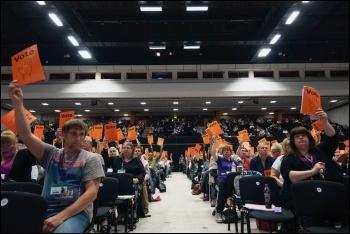 Unison union delegates voting, photo by Paul Mattsson