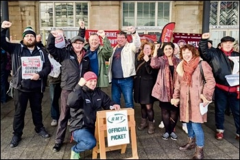 The Hull Trades Council defence of the RMT picket line, 26.1.19, photo by Dave Harding