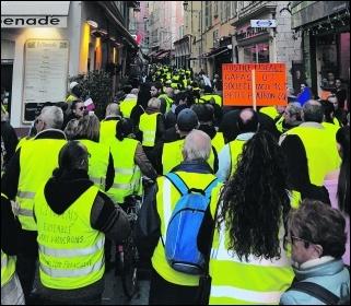 Gilets jaunes on the move in Nice, photo Aeroceanaute/CC