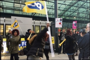 PCS members on strike at BEIS, photo by Helen Pattison