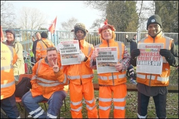 Birmingham bin workers on strike, supported by the Socialist newspaper, photo by Corinthia Ward