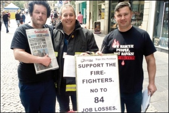Campaigning against fire cuts in South Yorkshire, photo by Alistair Tice