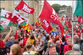 8,000 marched for independence in Caernarfon, photo by Llewelyn2000/CC