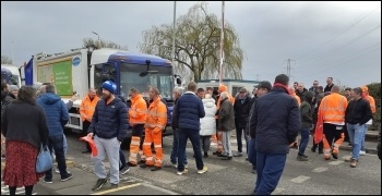 Bexley bin workers on strike, photo Rob Williams