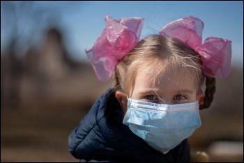 Child wearing a mask. Vperemen.com/CC