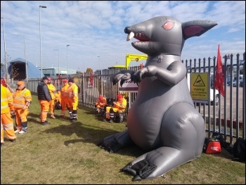 Thurrock picket 27 April, photo Dave Murray