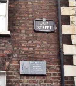 Commemorative plaque for Joe McCann, photo Nick/CC