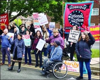 Workers on strike to defend victimised reps at Oak Park school