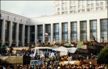 August 1991 coup - outside the White House Moscow, photo David Broad/CC