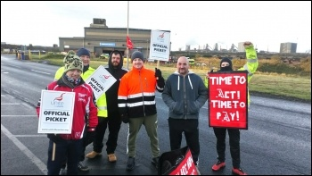 Scaffolders walk out on 4 October, photo Alistair Tice