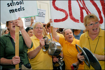 Pot and Pans demonstration in Waltham Forest against cuts tro school meals, photo Paul Mattsson