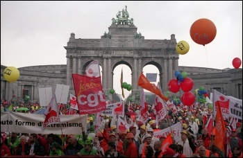 100,000 demonstrate in Brussels against European governments' savage cuts, photo Paul Mattsson