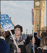 Students besiege parliament protesting against tuition fees and the abolition of the EMA, photo by Suzanne Beishon