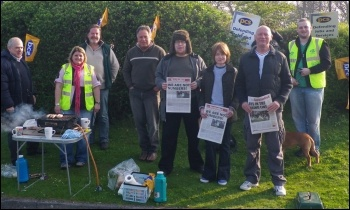 Pembroke Dock PCS DWP strike 18.4.11, photo SP Wales