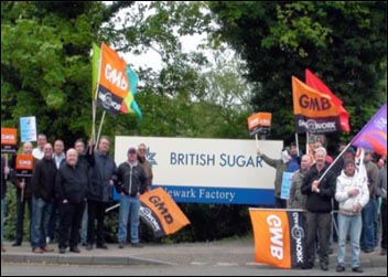 Scaffolders and electricians, employed by contractors for Vivergo in Teeside, protest at British Sugar. They voted by about 90% to walk out again in support of the locked out BP/Vivergo Redhall workers at Saltend, Hull, photo  Socialist Party