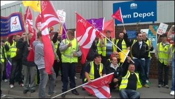 Southampton refuse workers strike, 23.5.11, photo Southampton SP