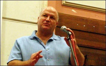 Bob Crow, RMT general secretary, addresses Socialism 2009, photo by Paul Mattsson