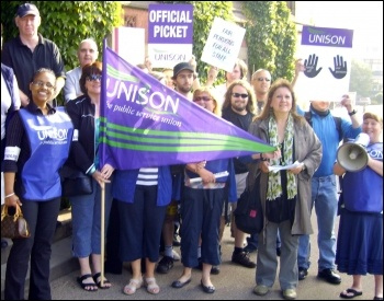 University staff strike in Sheffield to save pensions, photo Yorkshire Socialist Party