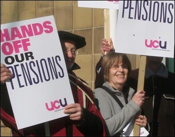 UCU strikers defend pension rights, photo by Iain Dalton