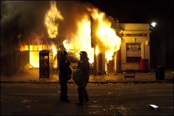 Tottenham buildings burning, 6.8.11, photo Paul Mattsson