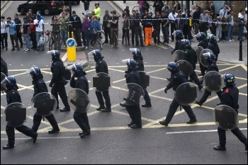 Met police in Hackney during August 2011 riots, photo Paul Mattsson