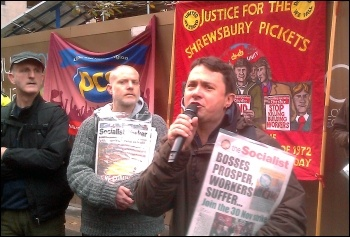 Rob Williams, chair, National Shop Stewards Network, addresses the Construction workers, electricians, demonstration 9 November 2011, photo Neil Cafferky