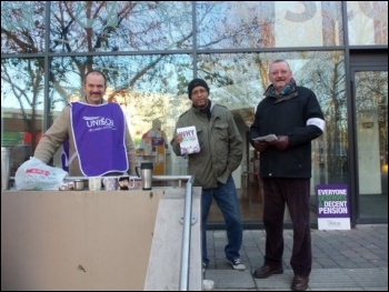 November 30th strike, Walthamstow Central library, photo Alison Hill