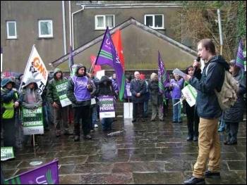 Jarrow marcher Scott Jones speaks to the Carmarthen demonstration, photo by Geoff Jones
