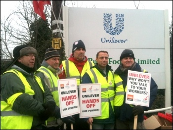 Unilever strikers on the picket line at Purfleet, photo by Ben Robinson