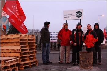 MMP Packaging workers locked out, photo Stillshooter