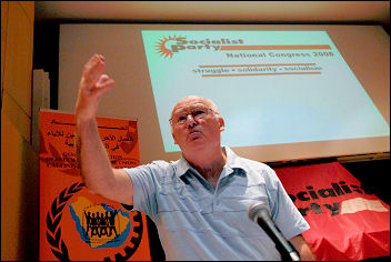 Peter Taaffe at Socialist Party congress 2008, photo Paul Mattsson