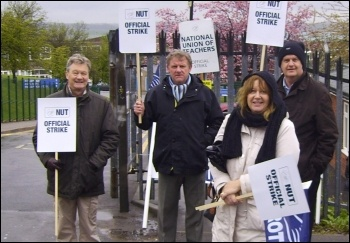 Strike at Swinton Comprehensive school in Rotherham, 27.4.12, , photo Alistair Tice