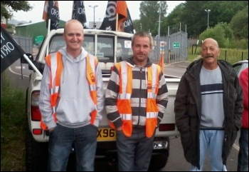 Sheffield recycling workers on indefinite strike action, photo Alistair Tice