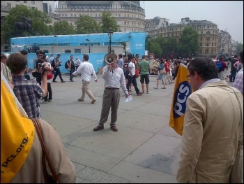 Chris Baugh addressing National Gallery strikers in Trafalgar Square, 27.7.12, photo by Kevin Parslow