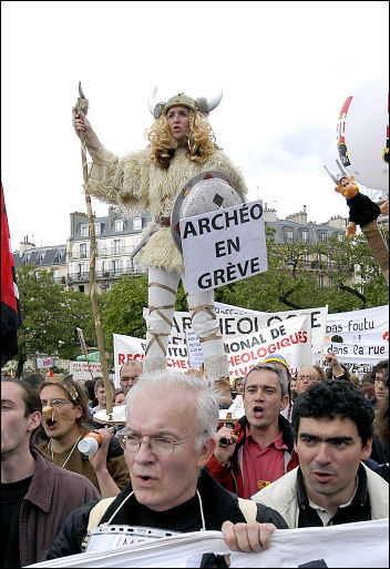 French workers demonstrate in 2003, photo Paul Mattsson